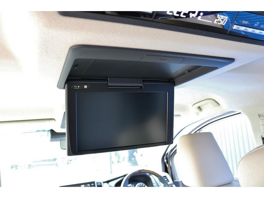 12.1型後席用ディスプレイ装備で後席の方も映像をお楽しみ頂けます!