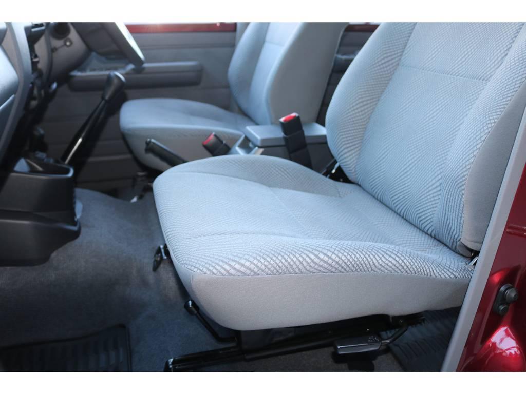 助手席シートもへたりも無く綺麗に保たれております☆