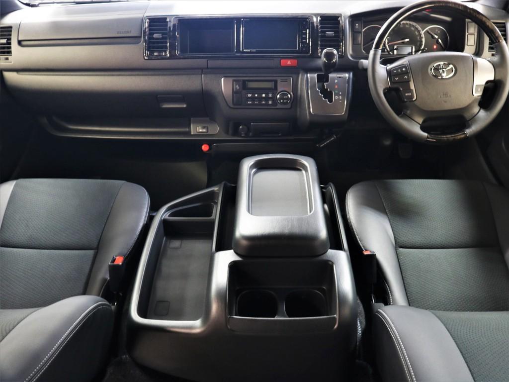 特別仕様車ダークプライムⅡ専用加飾が施されたインテリアパネルは高級感溢れる仕様!