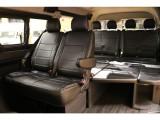 【後席室内空間】170×170のベッドスペース完備。乗降もスムーズな当店1番人気のモデルです。