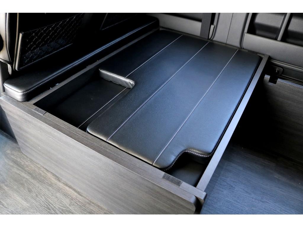 ベッドマット、サイドテーブルはこのBOXに収納可能です!!