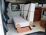 wood調のオシャレな内装インテリア☆セカンドシートは3名乗車定員☆