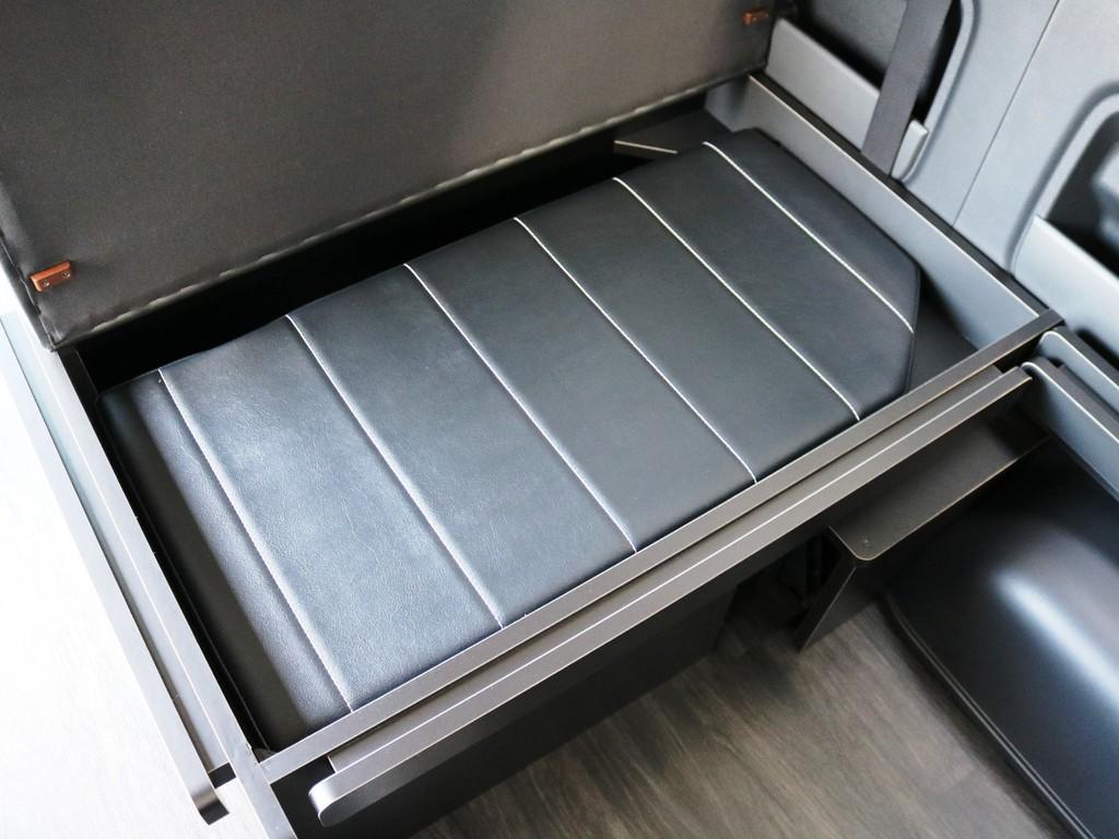 ベッドマットは取り外しが可能です!取り外したベッドマットは3列目下の収納スペースに収納可能です♪