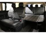 オリジナルベッドキット装備【アレンジR1】!後部座席は足を伸ばしてくつろげちゃいます☆