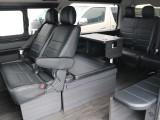 ベッドマットの収納スペースを車内に設けた使い勝手の良いレイアウト☆