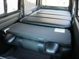 当社オリジナルベッドキットを装備したハイエースバン!