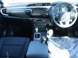 トラックといえど、内装は先進装備満載です!ロングドライブでも快適にお過ごし頂けますよ!