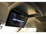 【ゆったりしながらDVDを鑑賞可能】車内上部にはカロッツェリア フリップダウンモニターを搭載!