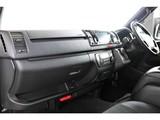 特別仕様車ダークプライムⅡの限定内装!黒木目調の内装が上品です!