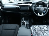 トラックというイメージからは想像しがたい、快適装備満載の車内!