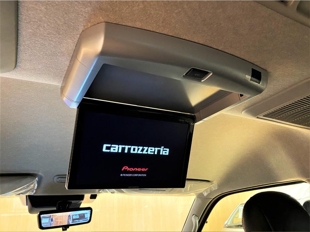 【後席モニター】カロッツェリアフリップダウンモニター搭載!ゆったりしながら映画鑑賞をお楽しみいただけます!
