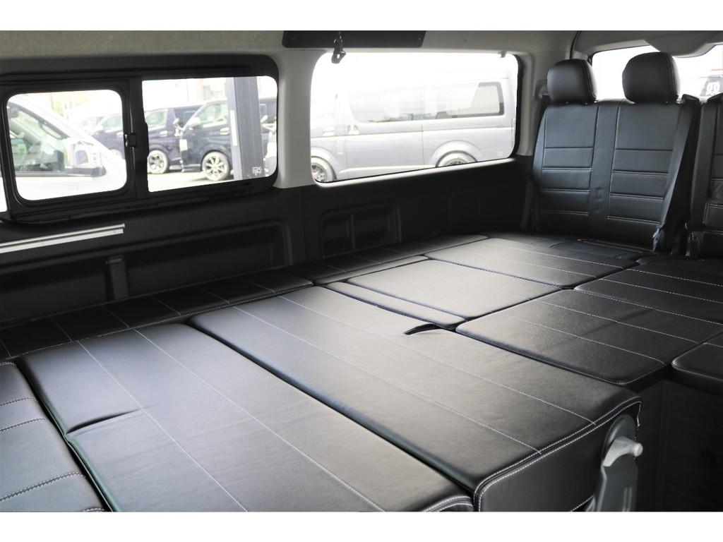 後席もFLEXオリジナルシートカバーが装着されており上質な空間となっております!!