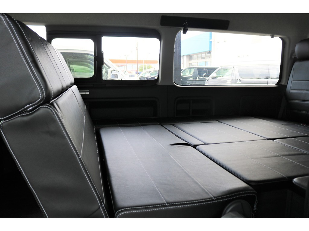 サードシートをフルフラットにするだけでも、小休憩などにも利用可能です!!