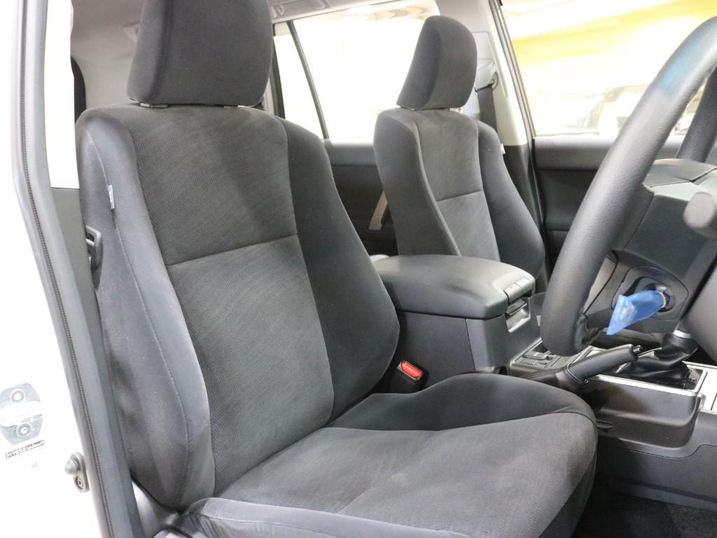 フロントシートはモケット素材です!シートカバーの取り付けも可能ですので、お気軽にスタッフまでご相談下さい!