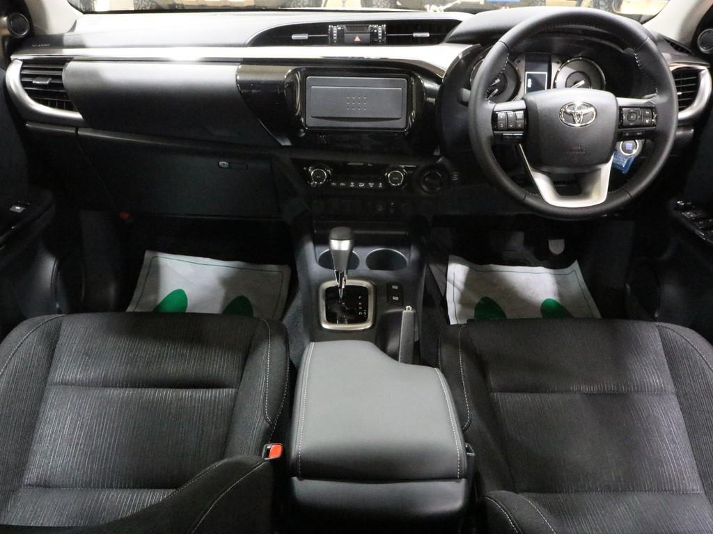車内はピックアップトラックとは思えない乗用車感満載です♪