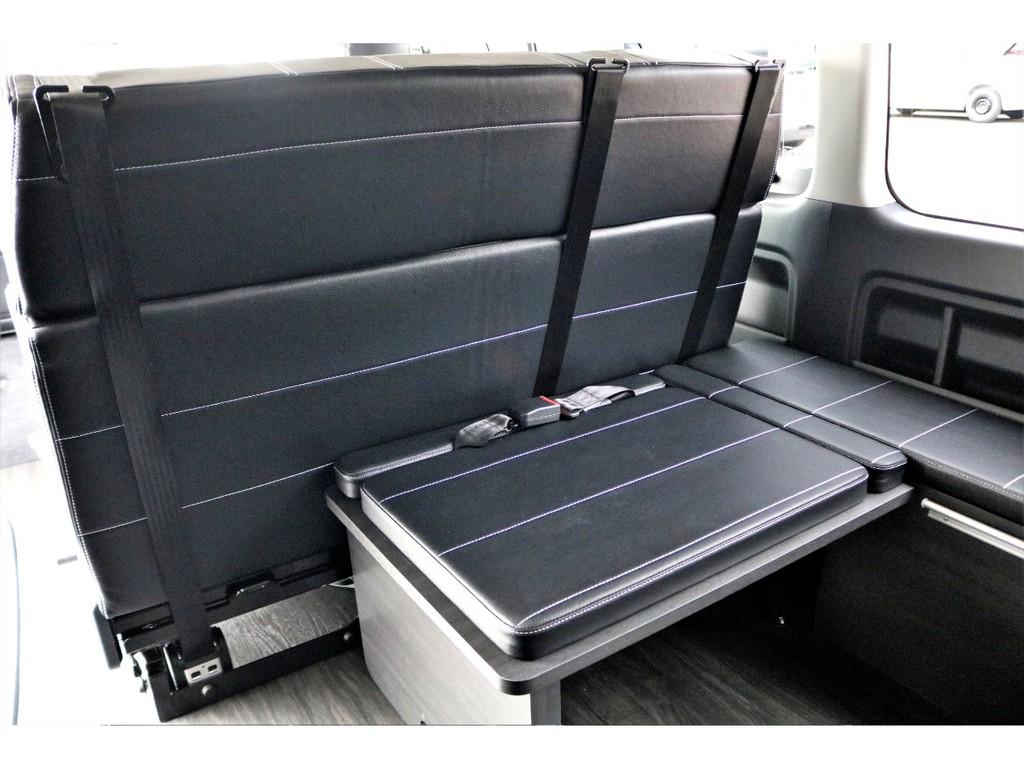 セカンドシートの後ろは1人乗りサードシートがありますよ♪
