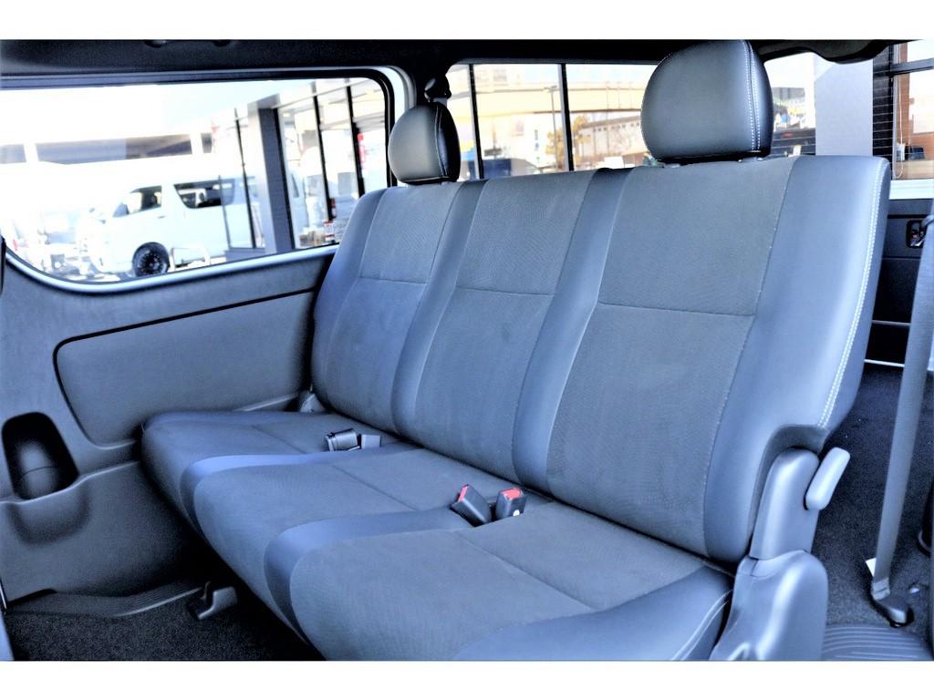 ハーフレーザーシートは高級感があり座り心地も良いですよ!!