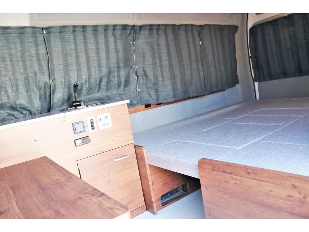 大人3人就寝が可能な広大なベッドスペース!!