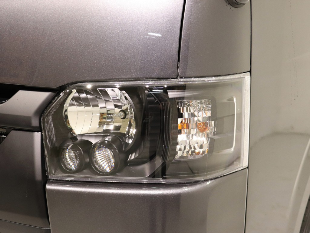 ヘッドライトは純正をインナーブラック施工しています!