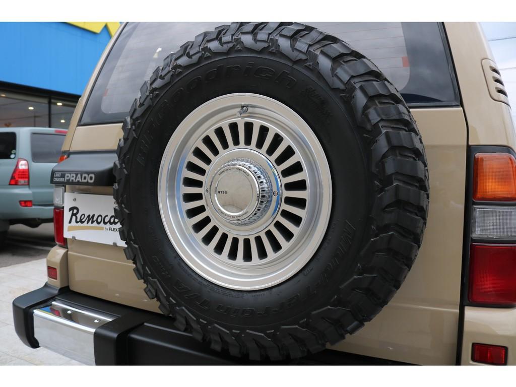 背面も足元と同様のタイヤ、ホイールをセット!