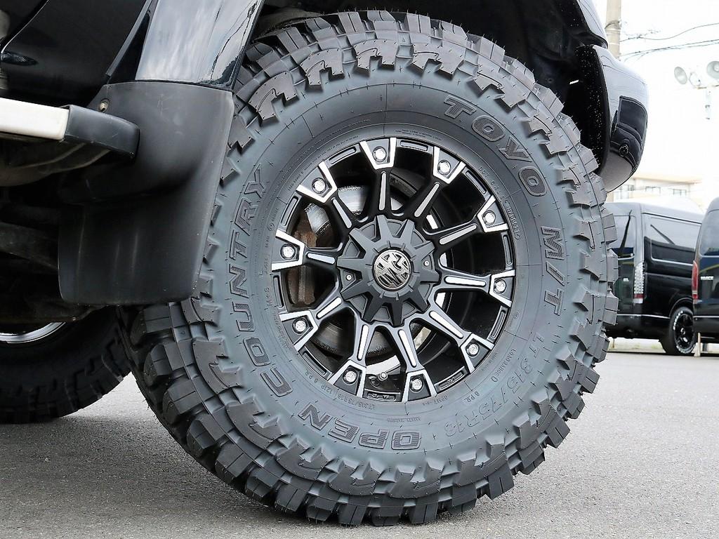 新品でTOYO オープンカントリーMTタイヤ&MGモンスター16インチAW装着してます!