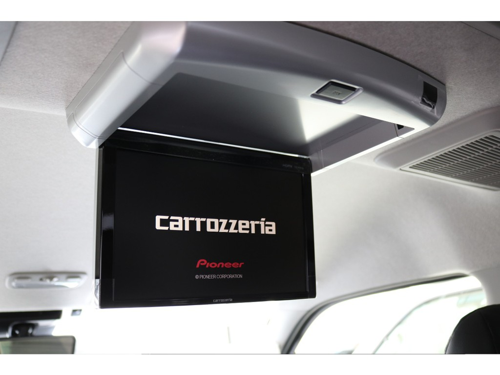 新品カロッツェリア製フリップダウンモニター装着済みで、後席の方も車内で楽しく過ごせます!