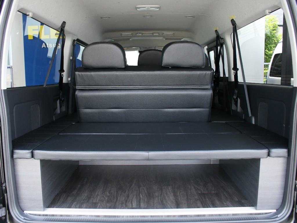 4列目シートは、後ろ向きに乗車するタイプで、広大な荷室スペースとしてご活用いただけます。