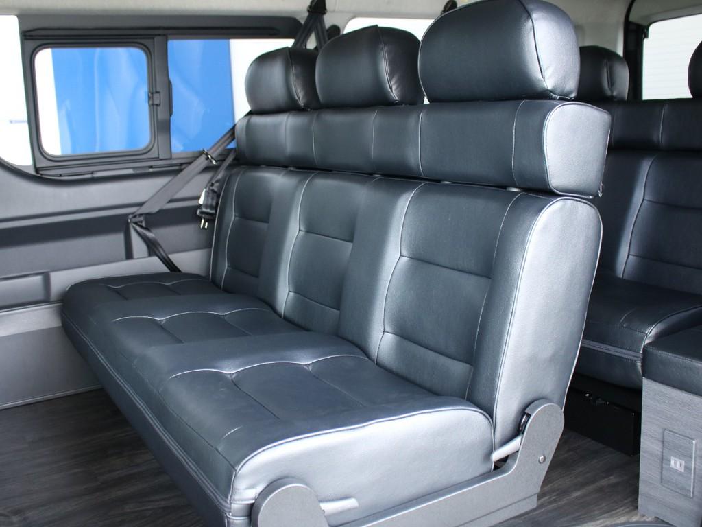 Ver5のシートも黒革調になっているため、前席同様、高級感のあふれる内装になっております。