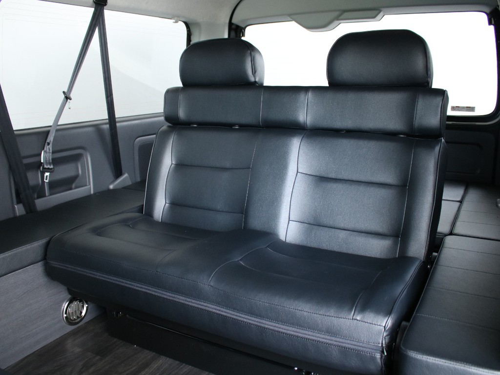 3列目シートも、ゆったり設計されており、大人の方2名様でもストレスなく乗車していただけます。
