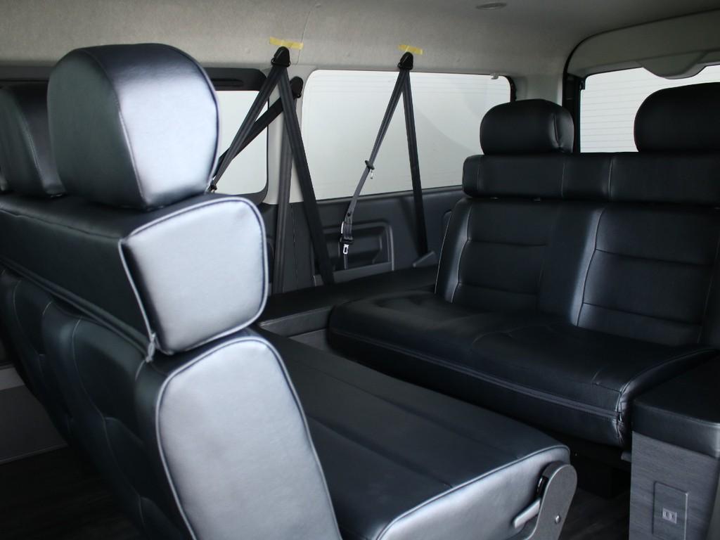 2列目シートはバタフライシートになっており、向かい合わせにすることができます。