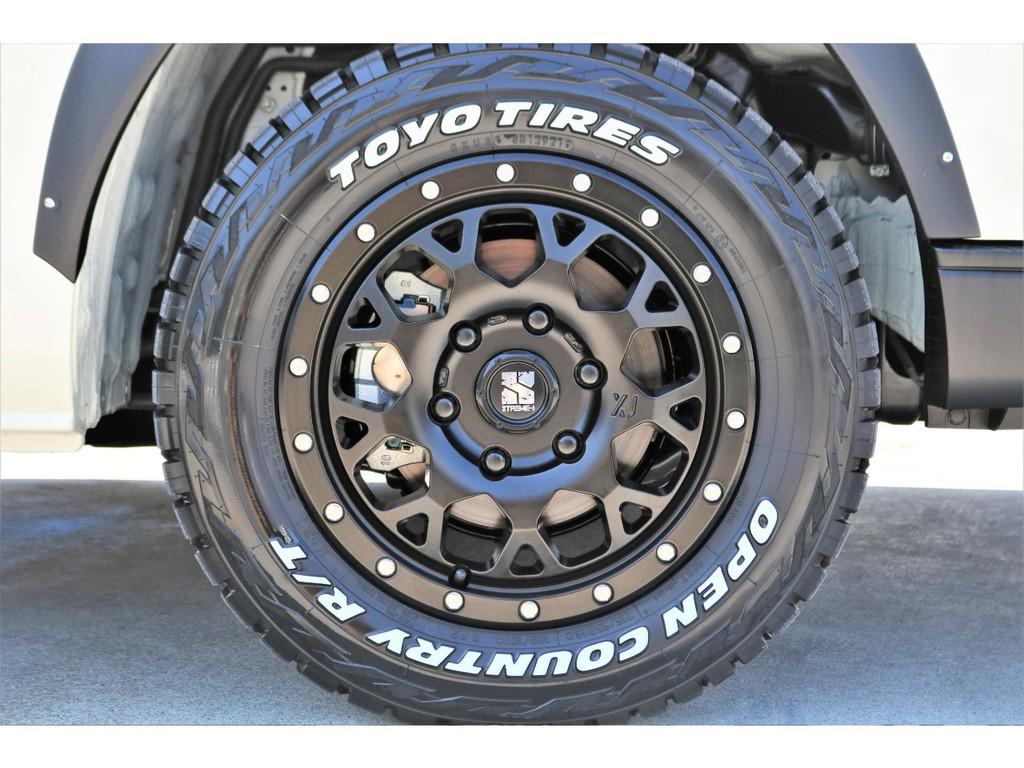 足元にはXJ16インチAWにTOYOオープンカントリーR/Tタイヤをチョイス!!