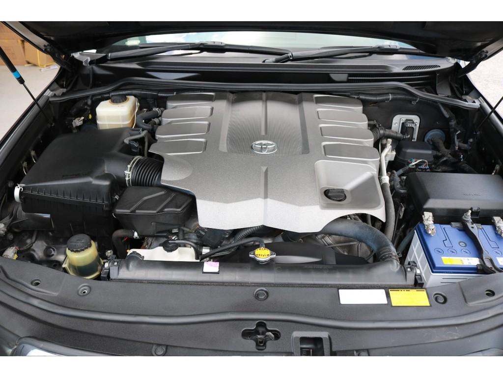 V8・4600ccの大排気量1URエンジン搭載☆