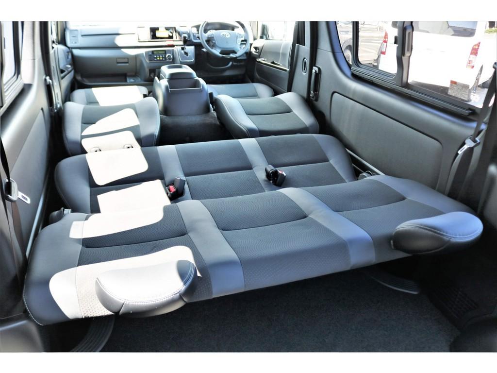 フロント・セカンドシートはスーパーフラットも可能!!ゆったりとした休憩スペースの確保も可能!