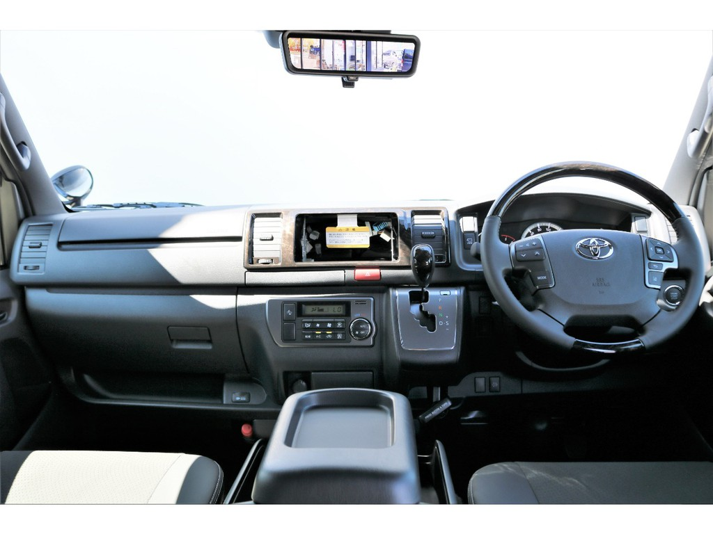 特別仕様車専用装備が充実!!高級感溢れる内装に!※一部未取り付けパーツがあります。
