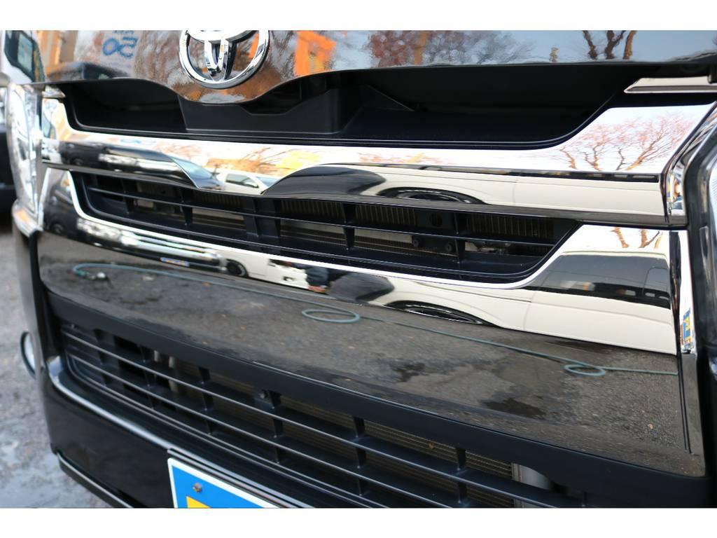 特別仕様車ダークプライム専用スモークメッキグリル! | トヨタ レジアスエース 2.0 スーパーGL ダークプライム ロングボディ