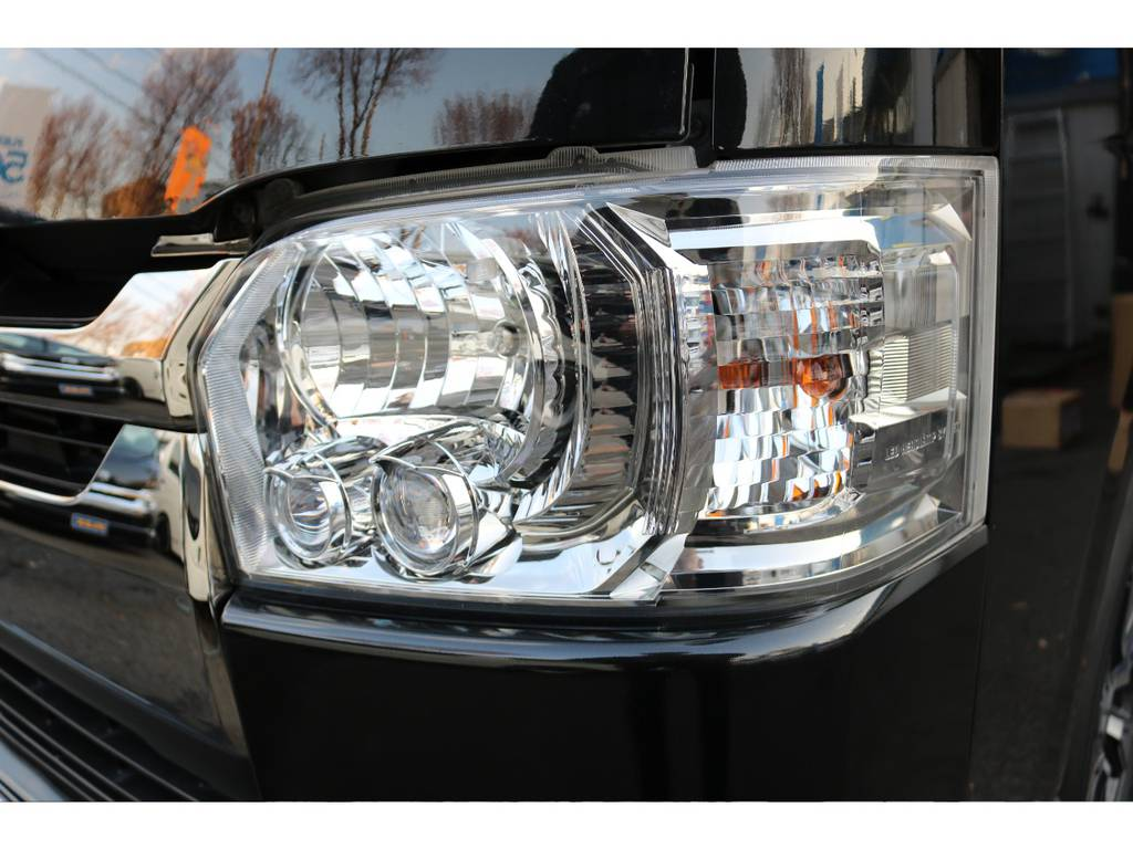 特別仕様車ダークプライム専用LEDヘッドライトスモークメッキ! | トヨタ レジアスエース 2.0 スーパーGL ダークプライム ロングボディ