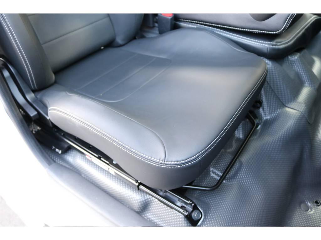 運転席なんと!BRIDEプロテインレザーシートを装着!他席シートカバー装着! | トヨタ ハイエースバン 2.0 DX ロング スポーツPK@