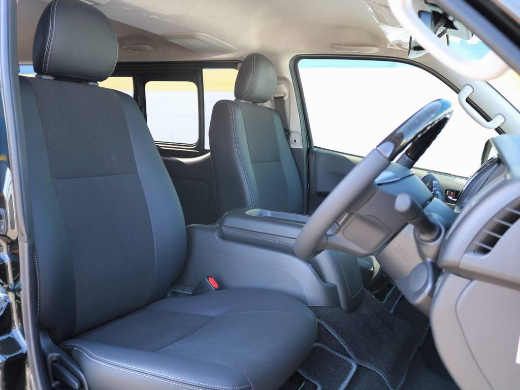 特別仕様車専用ハーフレザーシート♪ | トヨタ ハイエースバン 2.8 スーパーGL ロング ディーゼルターボ ダークプライム TSS付 ライトカスタム