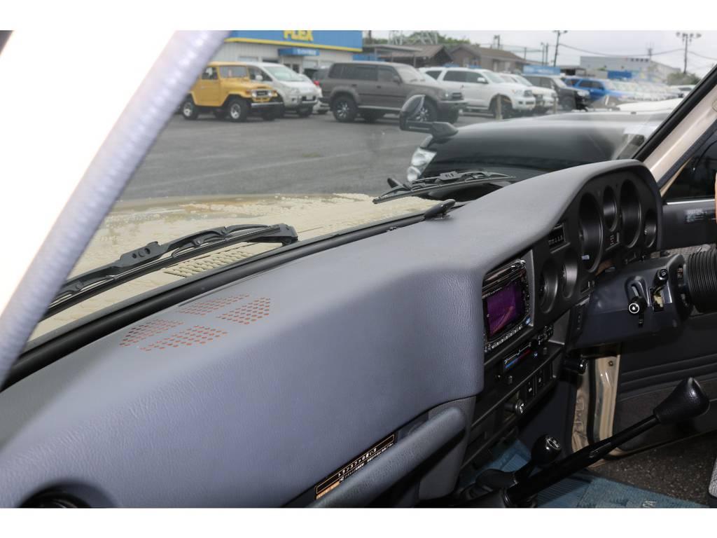 60ではよくあるダッシュ割れも無くダッシュボードの状態もグッドコンディションです! | トヨタ ランドクルーザー60 4.0 GX 4WD ガソリン車 集中ドアロック