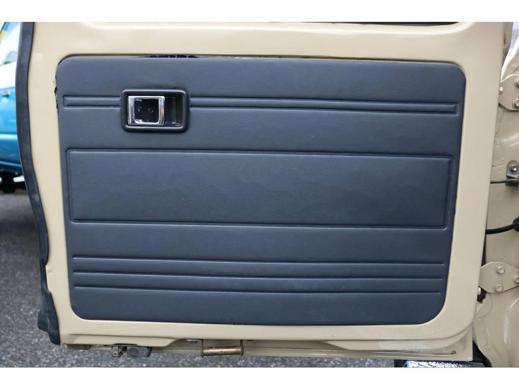 内張りにも大きな切れなどもなく状態もグッドコンディションです! | トヨタ ランドクルーザー60 4.0 GX 4WD ガソリン車 集中ドアロック