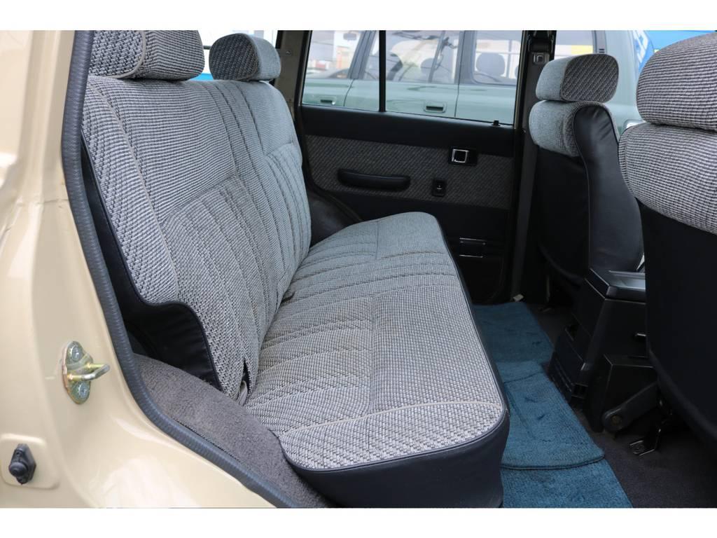 セカンドシートにも大きな擦れや汚れもなくグッドコンディションです! | トヨタ ランドクルーザー60 4.0 GX 4WD ガソリン車 集中ドアロック