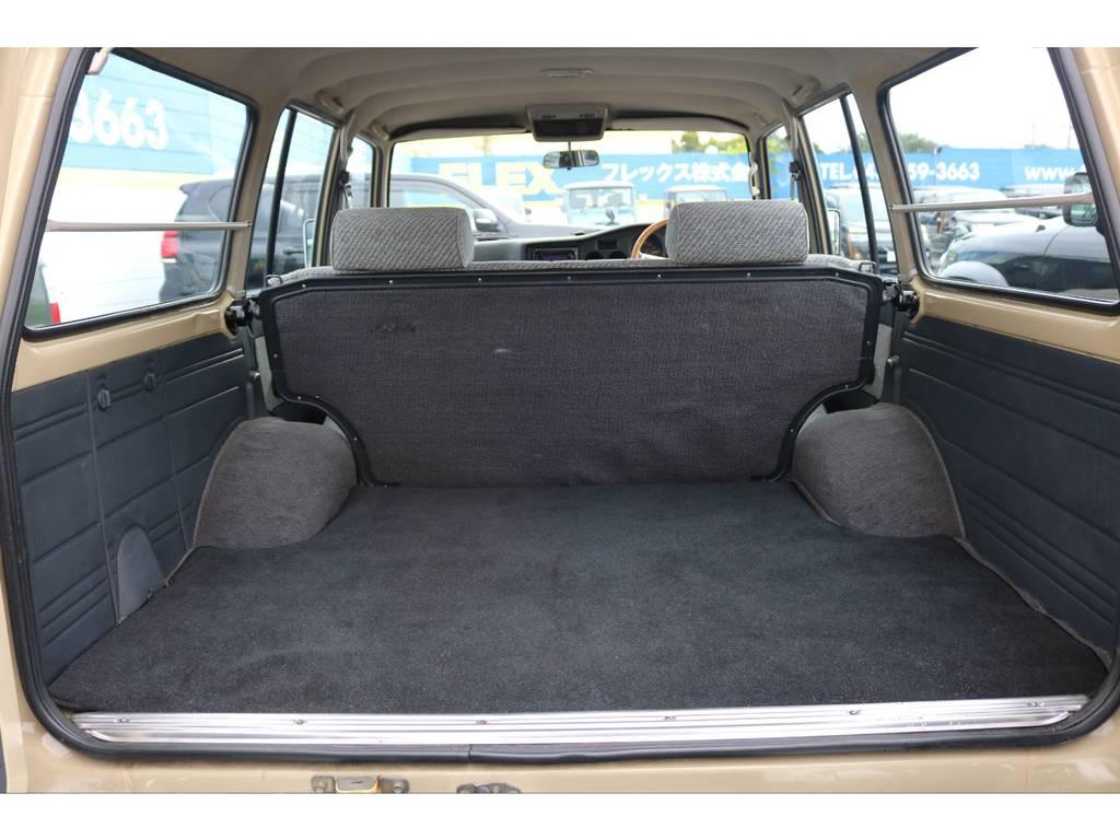 広々したラゲッジルーム!こんなグッドコンディションの60にはもう出会えないかもしれません! | トヨタ ランドクルーザー60 4.0 GX 4WD ガソリン車 集中ドアロック