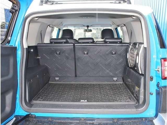 大容量の荷室なので大人数でアウトドアやウィンタースポーツなどにいかがですか♪ | 米国トヨタ FJクルーザー  アップグレード2