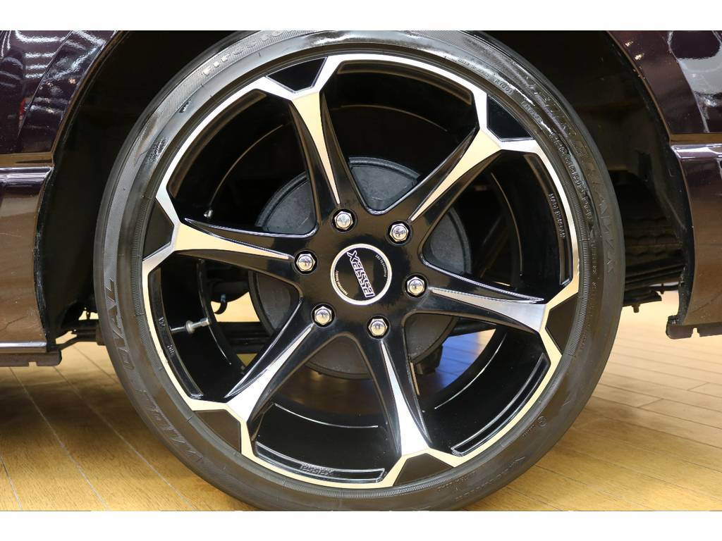 エセックスの19インチアルミホイール! | トヨタ ハイエースバン 3.0 スーパーGL プライムセレクション ロング ディーゼルターボ 4WD ESSEXアルミホイール