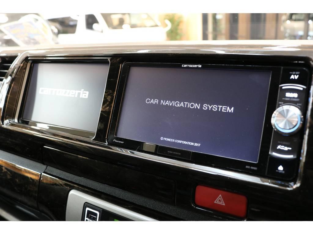 ナビ横にはサブモニターを装着♪ | トヨタ ハイエース 2.7 GL ロング ミドルルーフ 4WD トリプルモニターPKG