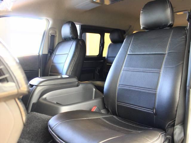 前席黒革調シートカバー装着しました♪ | トヨタ ハイエース 2.7 GL ロング ミドルルーフ 4WD トリプルモニターPKG
