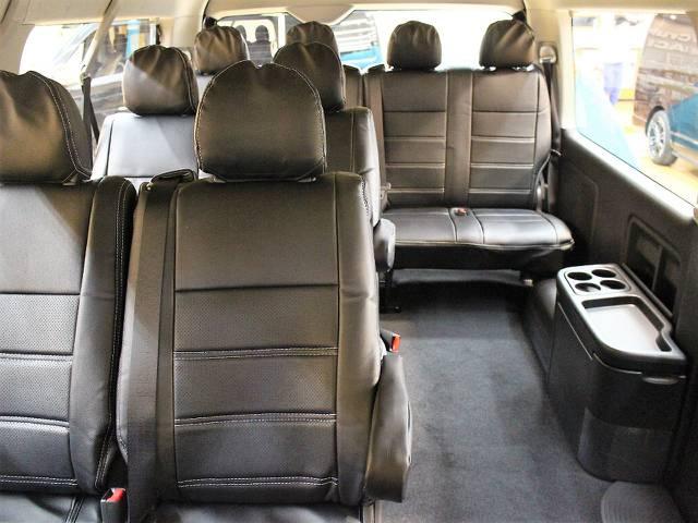 後席にも勿論専用シートカバー! | トヨタ ハイエース 2.7 GL ロング ミドルルーフ 4WD トリプルモニターPKG