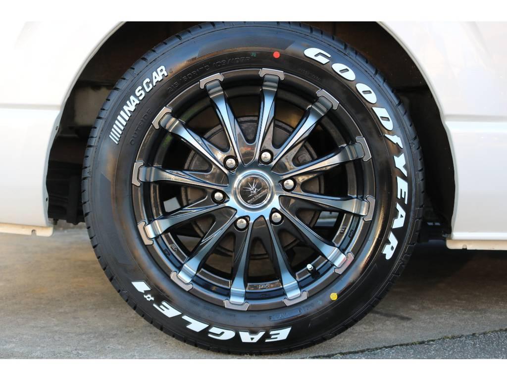新品のブラックダイヤモンド17インチアルミホイールにナスカータイヤの組み合わせ!