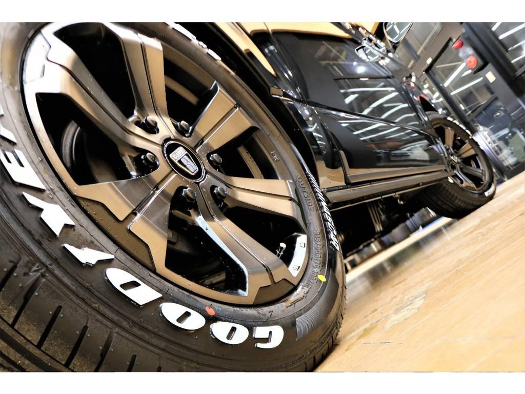 フレックスオリジナルアルミホイールにナスカータイヤの組み合わせですよ♪ | トヨタ ハイエースバン 2.7 スーパーGL 50THアニバーサリー リミテッド ワイド ミドルルーフ ロングボディ4WD フレックスカスタム