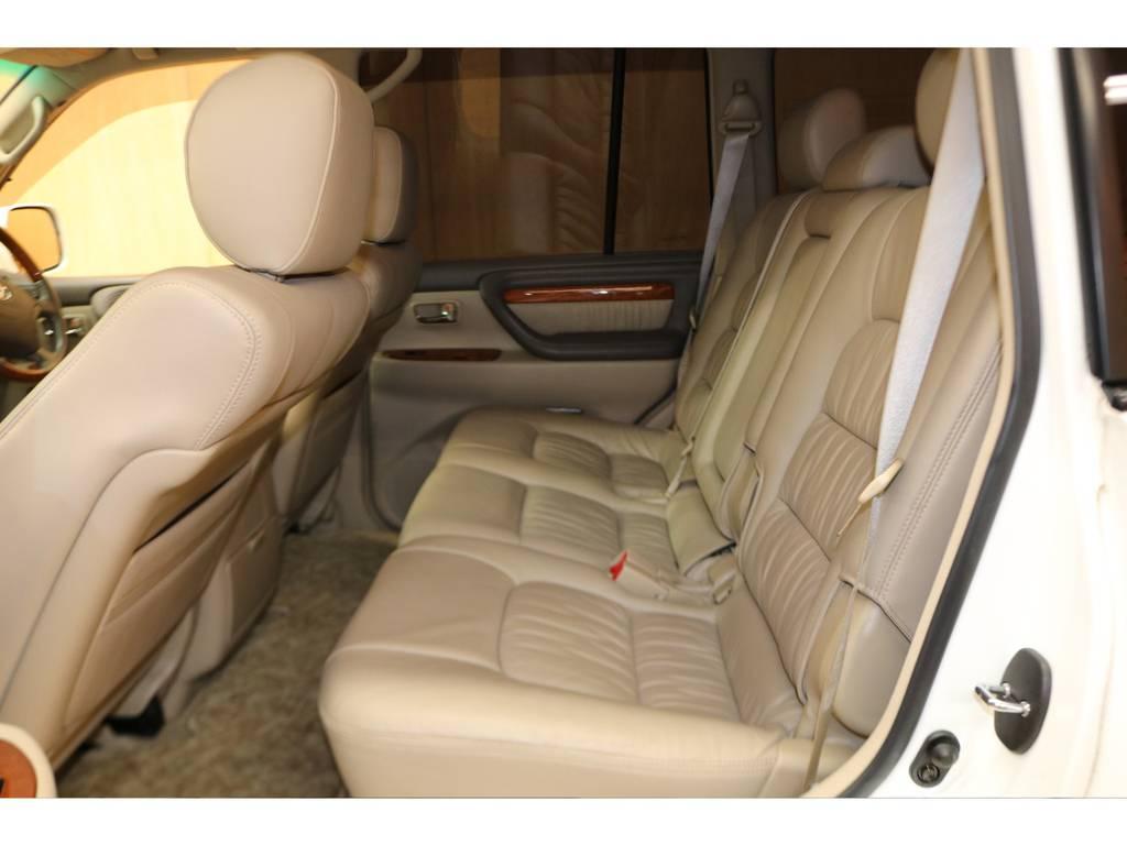 後席も綺麗な状態が保たれております! | トヨタ ランドクルーザーシグナス 4.7 4WD 下取り直販